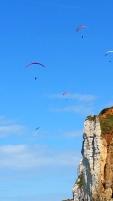 Yport, parapentes sur la falaise